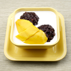 Mango in Vanilla Sauce with Thai Black Glutinous Rice